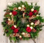 festive-holiday-wreaths