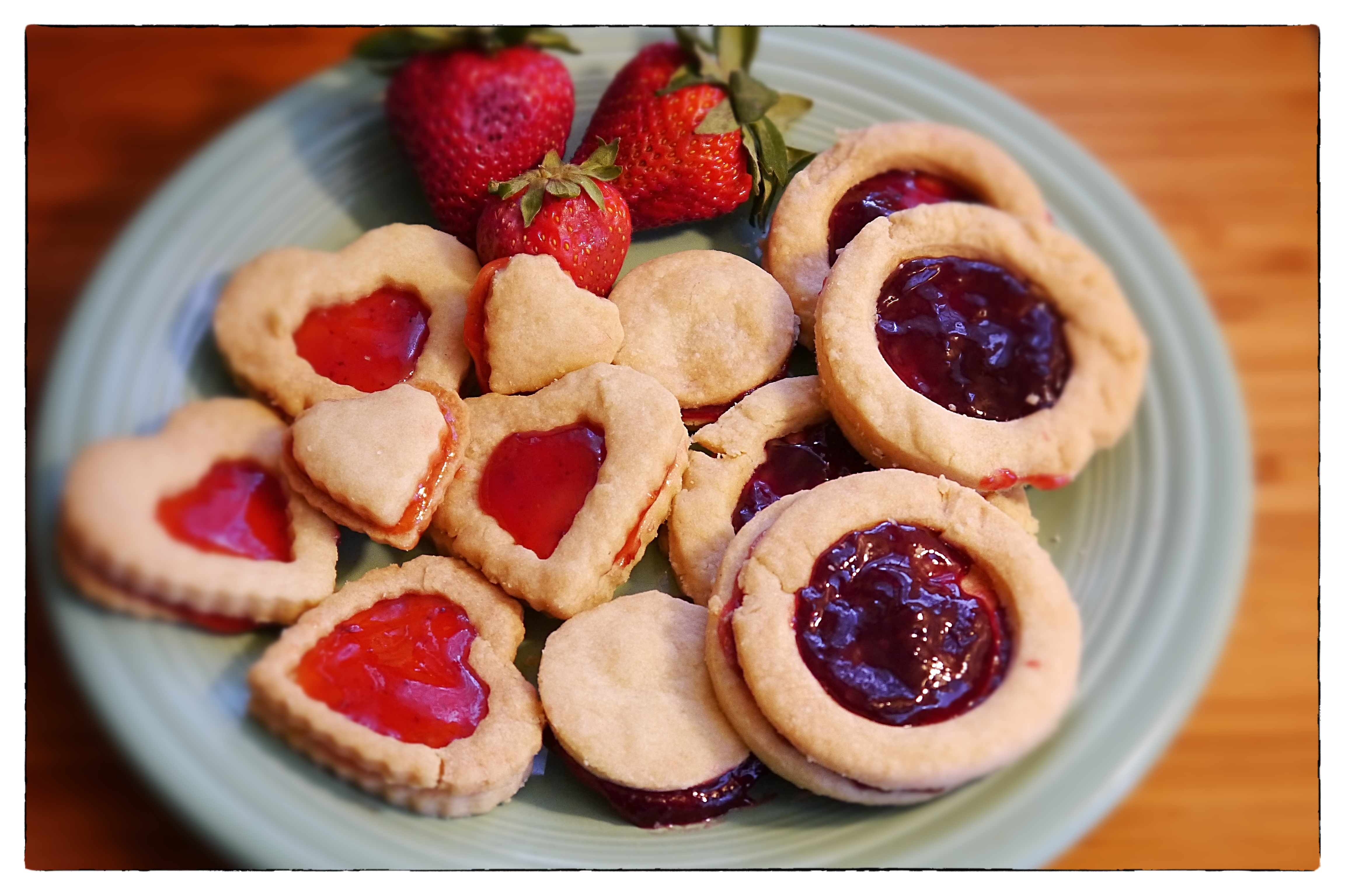 Filled shortbread cookies